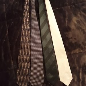 Men's tie bundle of four ties!